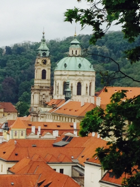 1.1398988800.5-view-of-prague-from-the-castle-grounds