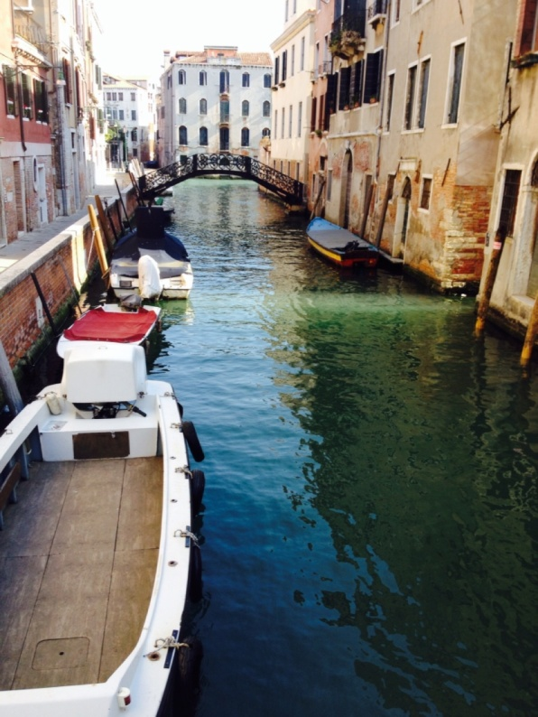 1.1398297600.1-side-canal-in-venice