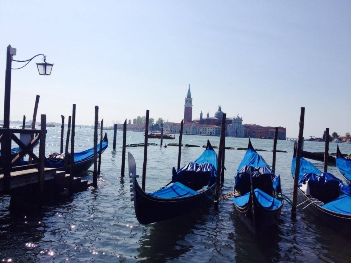 1.1398297600.gondolas-in-venice