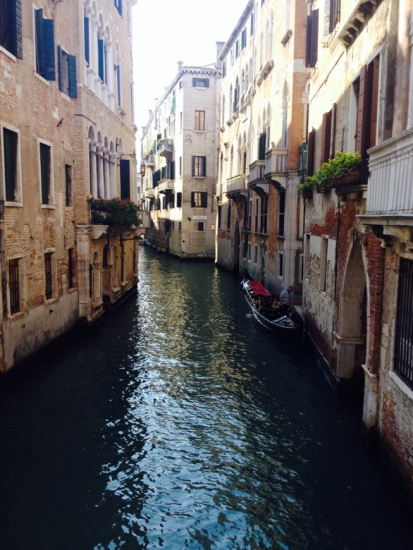 1.1398297600.side-canal-in-venice