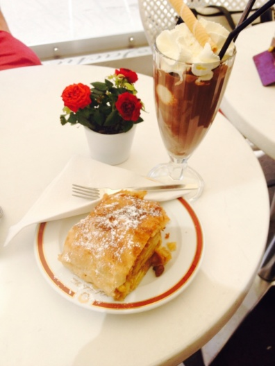 1.1398505664.apple-strudel-and-iced-chocolate