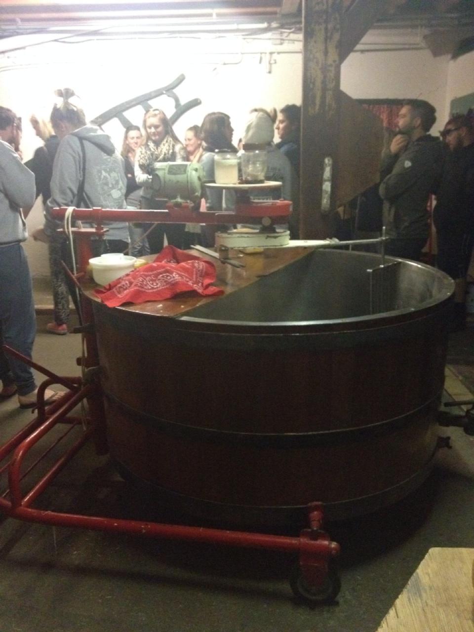 1.1399334400.1-dutch-cheese-making-factory
